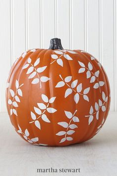 Autumn-inspired silhouettes add simple charm. To paint this pumpkin, adhere the leaf stencil to the pumpkin and pounce the inside of the stencil with white craft paint. Slowly, peel off the stencil and re-adhere it to a new spot on the pumpkin. Repeat this method until the pumpkin's entire rounded surface is covered in leaves. #marthastewart #pumpkins #diypumpkins #falldecor #halloween No Carve Pumpkin Decorating, Porch Decorating, Pumpkin Carving, Decorating Ideas, Pumpkin Painting, Outdoor Halloween, Halloween Crafts, Halloween Decorations, Halloween Party