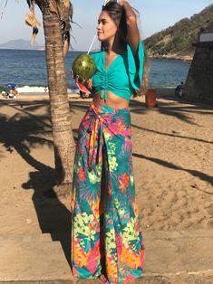 Calça Pantalona Floral = Tendência verão 2018 #lookqueamamos #calçapantalona #verão2018