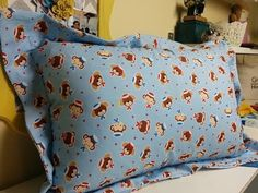 Patricia Cardoso - Como fazer barra italiana - YouTube Sewing Pillows, Baby Sewing, Couture, Diy Clothes, Comforters, Bed Pillows, Pillow Covers, Sewing Projects, Patches