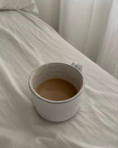 My Coffee, Coffee Date, Fresh Coffee, Black Coffee, Coffee Break, Coffee Drinks, Morning Coffee, Coffee Mugs, Ig Story