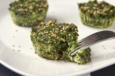 Copas de repollo rizado | 31 Bocadillos divertidos que puedes hacer utilizando un molde para muffins