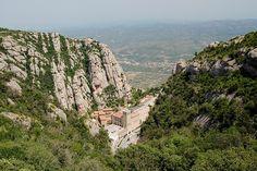 Montserrat Foto: goro  Nehéz, kanyargós de látványos úton juthatunk el a bencések híres kolostorába az El Convento de la Nuestra Senora del ...