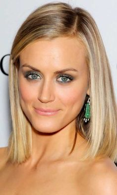 Short to Medium Blondie Straight Hairstyles