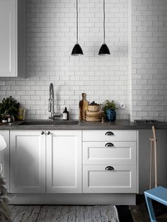 36 new ideas white wood marble interior Kitchen Chairs, Kitchen Flooring, Kitchen Backsplash, Kitchen Countertops, Kitchen Furniture, Kitchen Decor, Kitchen Cabinets, Concrete Countertops, Penny Backsplash