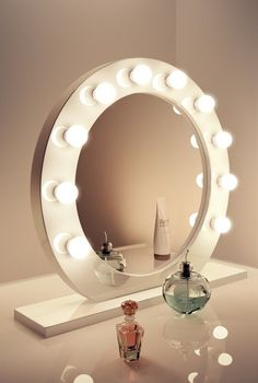 The Mirror includes 10x 3w golf ball LED bulbs Dimmer switch Attach to stand only The Ultimate make up mirror CE RoHS certified Measurement -Dia