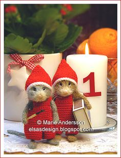 I know they are a bit bizarre but I think christmas mice are so cute. Lol Marie Andersson from Sweden makes these adorable mice. Felt Mouse, Mini Mouse, Cute Mouse, Mouse Crafts, Felt Crafts, Crafts To Make, Needle Felted Animals, Felt Animals, Needle Felting