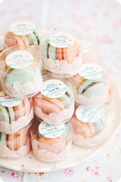 I love macarons! Mini macarons for wedding favors? Oh yes! If only macarons are cheap.