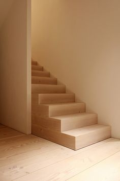 Find out more about Dinesen Douglas fir flooring with exceptional wooden planks in extraordinary dimensions. With a Dinesen douglas floor you get a unique piece of nature. Basement Staircase, Entry Stairs, Entry Hallway, House Stairs, Staircase Design, Stair Design, Douglas Wood, Douglas Fir, Interior Stairs