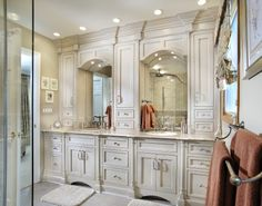 Traditional Bathroom Master Bathroom Cabinets Design, Pictures, Remodel, Decor and Ideas - page 5 Dream Bathrooms, Beautiful Bathrooms, Master Bathrooms, Master Bedroom, Master Baths, Bathroom Pictures, Bathroom Ideas, Bath Ideas, Bathroom Designs