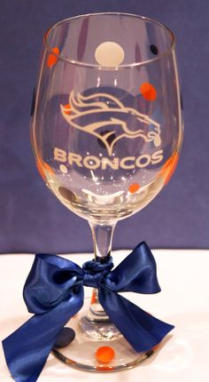 Denver Broncos Wine Glass by melaniedupuy on Etsy Denver Bronco Cheerleaders, Denver Broncos Baby, Broncos Gear, Denver Broncos Football, Go Broncos, Broncos Fans, Football Crafts, Football Stuff, Football Food