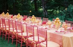 I adore the pink chairs. *sigh* If only ..