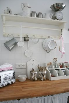 Villa König: Kitchen Love Vintage Shabby Chic, Shabby Chic Style, Shabby Chic Decor, Cozinha Shabby Chic, Dream Rooms, Kitchen Styling, Villa, New Furniture, Kitchen And Bath