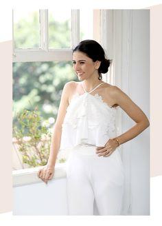 Look da Alice Ferraz todo branco (total white) com calça social branca e blusa de alça rendada – perfeito para o ano novo