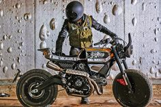 Ducati recently showcase three custom version of its new Scrambler at the 2015 Verona Motor Bike Expo. These sweet looking custom machines were designed by the Ducati Scrambler Custom, Cafe Racer Motorcycle, Custom Motorcycles, Custom Bikes, Classic Motorcycle, Motorcycle News, Motorcycle Helmets, Motorcycle Parts, New Ducati