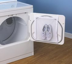 #Sneaker Wash And Dry #Bag – $5 / Give your sneakers and other fabric shoes the benefit of a clean sweep with this all-in-one Washer and Dryer Bag from Household Essentials. http://thegadgetflow.com/portfolio/sneaker-wash-and-dry-bag-5/