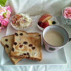 おうちカフェは、 値下げ品の利用で100円くらいかな~♪ 少ない予算で優雅なひととき(笑) 今日も頑張ろうっと!
