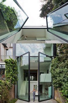 Architecture: Sculp IT Architecten, Antwerpen/BE | Metal construction: Lootens Deinze NV, Deinze | Facade systems: VISS Facade | Door systems: VISS Basic swing door | Manufacturer: Jansen AG, Oberriet/CH | Picture credit: luc Roymans Photography