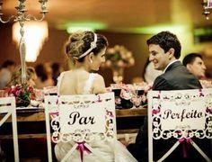 Plaquemos para cadeiras dos noivos
