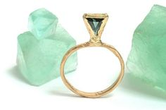 Tessa Blazey 'Nyx' Ring: 18ct yellow gold, trilliant cut parti coloured sapphire