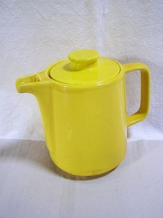 Funky Melitta pot from the 50s - 60s, enjoys gaudy color just for tea or coffee party. The pot was restored by me on top of the lid, as a tiny corner had chipped. Lid was then completely repainted with new enamel paint. To keep the liquids slightly longer warm, the jug has as common in Melitta a thermal base.  The pot has age Typical signs of wear, but is otherwise completely in order. :)  -Size-  Height: 5,51 Inches Width: 4,33 Inches