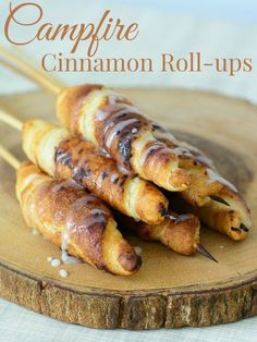 Campfire Cinnamon Roll-ups are a must have camping recipe! Perfect for a camping breakfast or after dinner treat. This is a fun recipe for any camping trip! *** Check this useful article by going to the link at the image. Crock Pot Recipes, Skillet Recipes, Campfire Food, Campfire Desserts, Bonfire Food, Fire Pit Desserts, Camping Appetizers, Camping Parties, Desserts For Camping