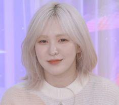 Hair Icon, Sweet Night, Wendy Red Velvet, Girl Bands, Hair Inspo, Korean Girl Groups, Cool Girl, Hot Girls, Hair Cuts
