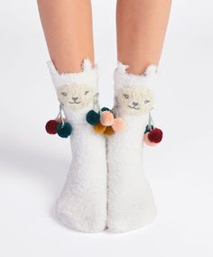 Llama socks - New In - Autumn Winter 2016 trends in women fashion at Oysho online. Lingerie, pyjamas, sportswear, shoes, accessories, body shapers, beachwear and swimsuits & bikinis.