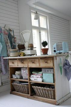 alte Kommode als Küchenblock korb