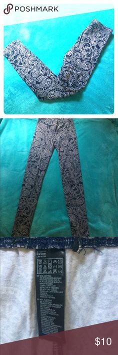 Paisley leggings EUC Forever 21 navy paisley leggings Forever 21 Pants Leggings