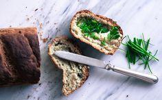 GL Ranskanleipä  Mittaa 2,5dl vettä, pussillinen kuivahiivaa ja 1tl hunajaa.  Vatkaa eri kulhossa 2kananmunan valkuaista vaahdoksi. Lisää 2,5dl gl jauhoseosta, 1dl tapiokajauhoa, 1dl durrajauhoa, 1rkl öljyä ja 2tl ksantaania. Lisää hiiva-vesiseos ja suola. Vaivaa löysäksi taikinaksi. Kaada leipävuokaan.kohota 30min. Tee sen jälkeen leivän päälle veitsellä viiltoja.  Pane uunin pohjalle lasivuoka, jossa on kuumaa vettä.Paista 225C 60min