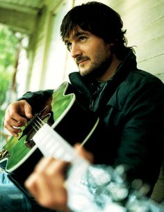 Eric Church - soo talented and sooo cute! He is one of those people who would make me forget my own name... (-;