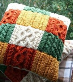 40 Cute Decorative Pillow Designs That Will Be Trendy In 2019 ideasforyou co Knitted Cushion Covers, Knitted Cushions, Knitted Blankets, Knitting Designs, Knitting Projects, Knitting Patterns, Crochet Pillow Pattern, Knit Pillow, Yarn Crafts