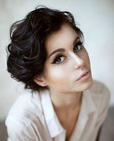 Short hairstyles for wavy hair can be creative and fun to do. There are 10 beautiful short hairstyles for wavy hair for you. Try out and go crazy with short hairstyles for wavy hair. Short Thick Wavy Hair, Oval Face Hairstyles, Short Hairstyles For Thick Hair, Natural Wavy Hair, Haircuts For Curly Hair, 2015 Hairstyles, Curly Hair Cuts, Short Hair Cuts, Curly Hair Styles