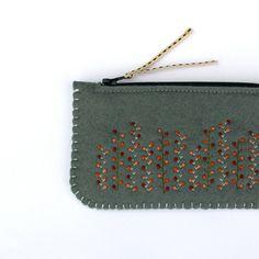 Felt Purse, Coin Purse Wallet, Pouch, Small Makeup Bag, Felt Embroidery, Fabric Gifts, Handmade Felt, Wool Felt, Feltro