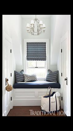 Stylish Cape Cod Home In a window niche, a nautical themed window seat makes a pretty vignette. - Photo: Eric Roth / Design: George Nunno and Jon Maroto Navy Blue Decor, Style Cottage, Nautical Home, Vintage Nautical, Deco Design, Design Design, Traditional Decor, Traditional Bedroom, My New Room