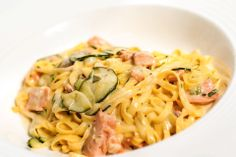 Deliciousness in a plate. Salmon and zucchini pasta will make our day. Zucchini Pasta, Food Menu, Salmon, Spaghetti, Plates, Dishes, Cooking, Ethnic Recipes, Baking Center
