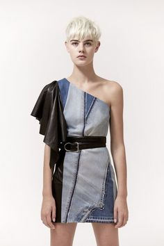 The complete Barbara Bui Spring 2018 Ready-to-Wear fashion show now on Vogue Runway. Fashion 2018, Fashion Week, Paris Fashion, Off White Fashion, Denim Fashion, Fashion Outfits, Estilo Jeans, Funky Dresses, Vogue