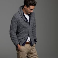 The shawl collar cardigan is a versatile item that can dress up a casual outfit. Enjoy our collection of shawl collar cardigan inspiration. Sharp Dressed Man, Well Dressed Men, Basic Fashion, Mens Fashion, Fashion Guide, Shawl Collar Cardigan, Cable Cardigan, Cable Knit, Cardigan Gris