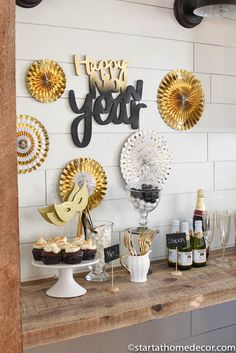 I can't believe 2017 is coming to an end! Let us help you create the perfect new year's eve party on a budget with these fun ideas! New Years Eve Table Setting, New Year Table, Kids New Years Eve, New Years Party, New Years Eve Party Ideas Decorations, Birthday Decorations, Nye Party, Party Time, Elmo Party