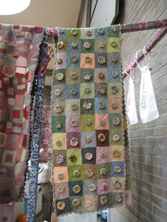 knitting but transfer into quilt with the yo-yo mix of flowers and hearts!Sophie Digard