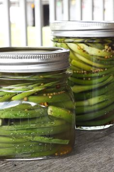 Pickled Garlic Scapes: a 10 minute pickling project | www.foodiewithfamily.com