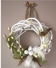 Wielkanoc wianek Easter Flower Arrangements, Easter Flowers, Easter Wreaths, Holiday Wreaths, Ester Decoration, Flip Flop Wreaths, Easter Holidays, Arte Floral, Spring Crafts