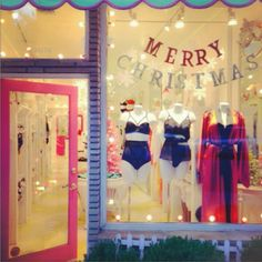 Window display #fairefroufrou #lingeries #sindowsdisplay #merry chridtmas