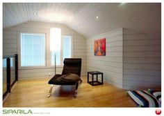 Tunnelmallinen nurkkaus rentoutumiseen. Katossa KAJO sisustuspaneeli STP 14x120 ja seinässä KAJO hirsipaneeli.