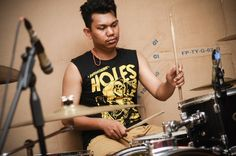Crazy time for fuckin take drum     @god_amplifier  #rock #indierock #indie #garagerock #1rockout #rockordie #EP #rehearsal #noisecrush #stompbox #indorock #indonesia #kalimantanbarat #prisonerofgaby #alive #livetorock #rocklife #kalbarrock #musikkalbar #instagram #instamusic #music #dynamite #rockinhigh #drum #drumismywife #holes #recording #takedrum #drumporn by rahmadrifany