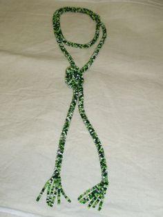 Collar de abalorios en tonos de verde