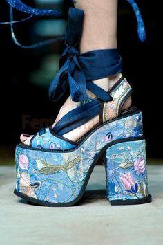 Zapatos de moda para este verano 2013 http://www.femeninas.com/zapatos.asp