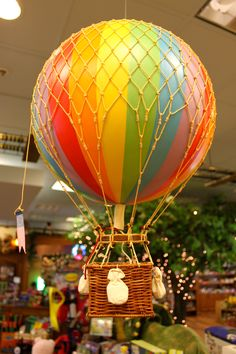 these colorful hot air balloons are such FUN decor!