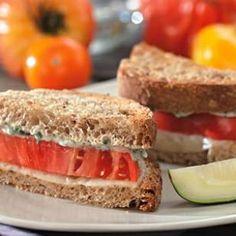 & Provolone Sandwiches Tomato & provolone sandwich with tarragon-garlic mayo.Tomato & provolone sandwich with tarragon-garlic mayo. Healthy Panini, Healthy Sandwich Recipes, Healthy Sandwiches, Lunch Recipes, Healthy Dinner Recipes, Healthy Snacks, Delicious Recipes, Easy Recipes, Healthy Picnic