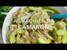Aprende a preparar un aguachile de camarón con esta receta fácil, práctica y muy deliciosa. A todos les encanta este platillo, no te quedes sin probarlo. Seafood Recipes, Mexican Food Recipes, Chicken Recipes, Cooking Recipes, Healthy Recipes, Easy Dinner Recipes, Easy Meals, Ceviche Recipe, Just Eat It